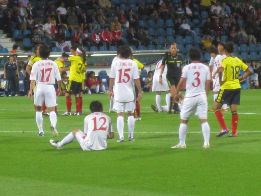 Footballeuses de la Colombie et de la Corée du Nord